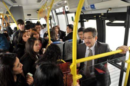 Toplu taşıma araçlarında 'çene çalmak' yolculuğu keyifli kılıyor